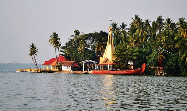 Kollam-backwaters-of-Kerala